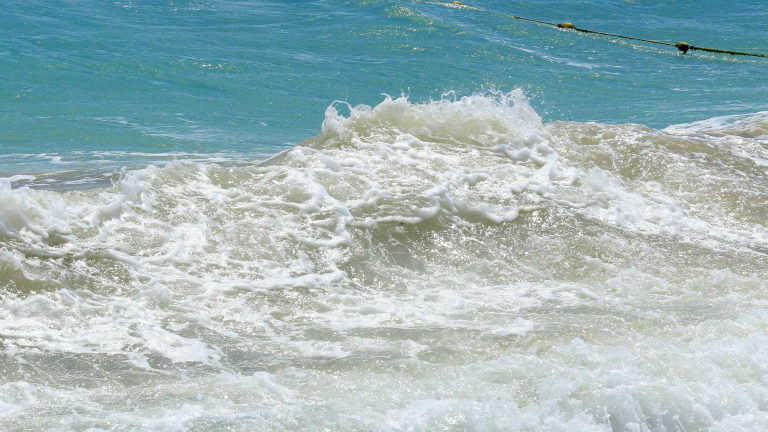 mare in inverno a riccione